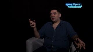 Афиша, открытие сезона авто кинопоказов, в центре сцены - артист Алексей Попов