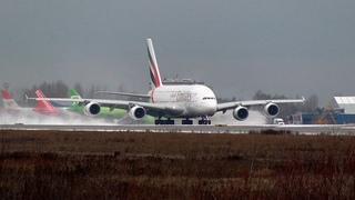 В Москве выпал апрельский снег - Airbus A380 в Домодедово