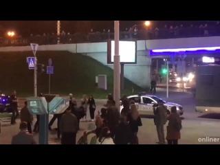 В районе Немиги парень выбежал из автозака и попытался убежать