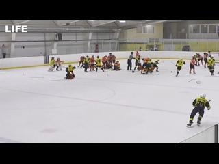 Массовая драка на детском турнире по хоккею