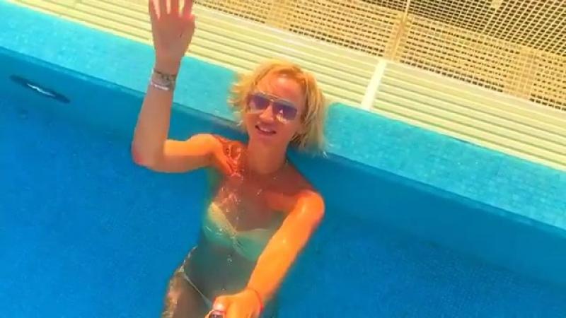 Голая Ольга Бузова в купальнике