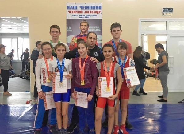 Юные борцы Азова успешно выступили на областном пе...