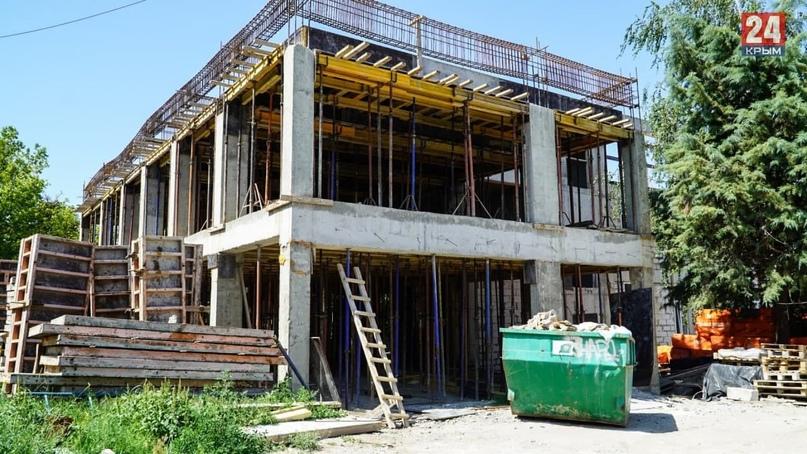 В Симферополе продолжается капительное строительство Крымского художественного у...