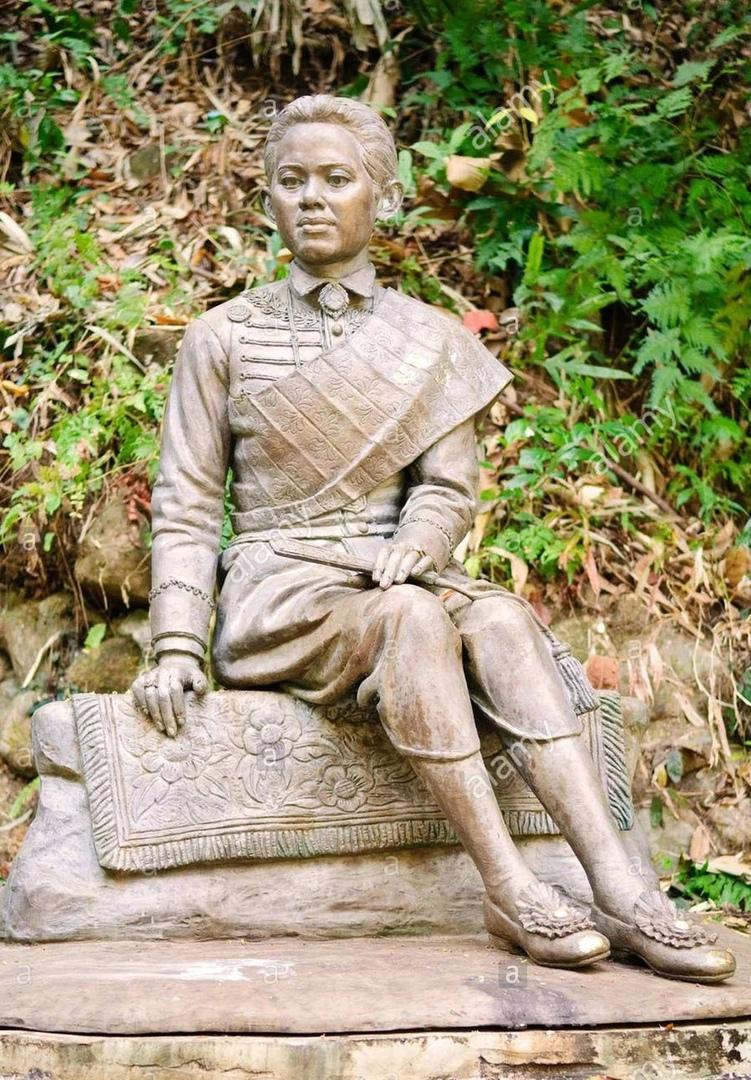 Статуя в честь королева Сунанды, воздвигнутая Рамой V. Фото: PaulPaladin