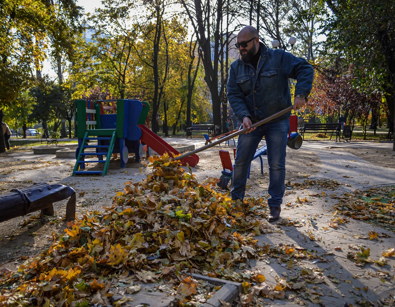 В Донецке состоялся первый осенний субботник