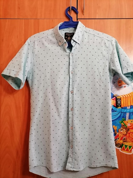 Мужская легкая рубашка 46-48р. Одевалась раз на фо...