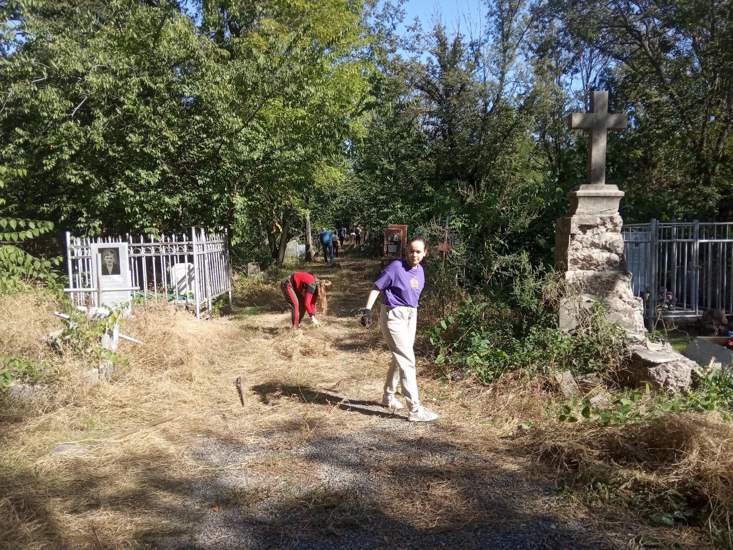 Таганрог, старое кладбище, субботник 2021, волонтеры культуры