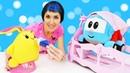 Видео для малышей про машинки. Грузовичок Лева и Маша Капуки дарят Лаки планшет для рисования
