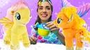 Май Литл Пони Флаттершай и Эппл Джек у Русалочки в бассейне! Видео про игрушки - Сундук Русалки